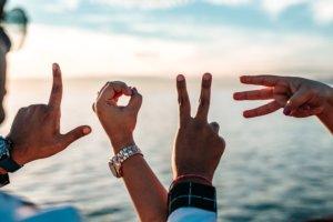5 maneras en que podemos modelar cómo #LoveBetter para que nuestros hijos aprendan 3