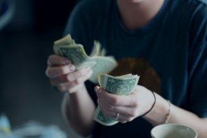 Hablar con sus adolescentes sobre el abuso financiero Aprenda 3